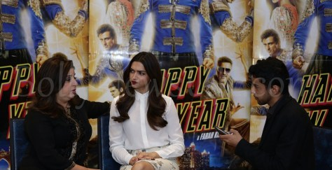 Deepika, Farah Khan with journalist Sunny Malik at Happy New Year promotions in London