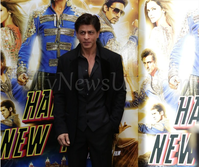 Shah Rukh Khan Happy New Year SLAM Press Conference in London (1)