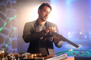 Ajay Devgn uses different guns in Action Jackson (1)
