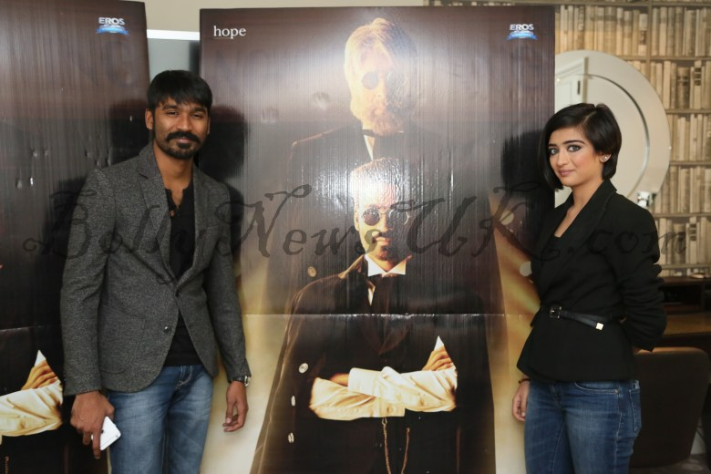 Dhanush, Akshara Hassan in London Shamitabh (1)