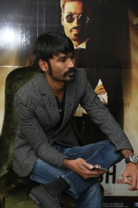 Dhanush, Akshara Hassan in London Shamitabh (2)