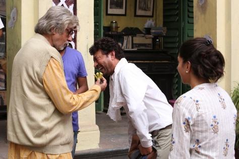 Piku Bananas Amitabh Bachchan and Irrfan Khan (2)