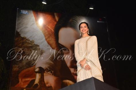 Deepika Padukone Mastani Poster launch (1)