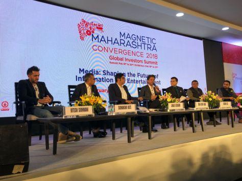 Shah Rukh Khan at Magnetic Maharashta Convergence (3)